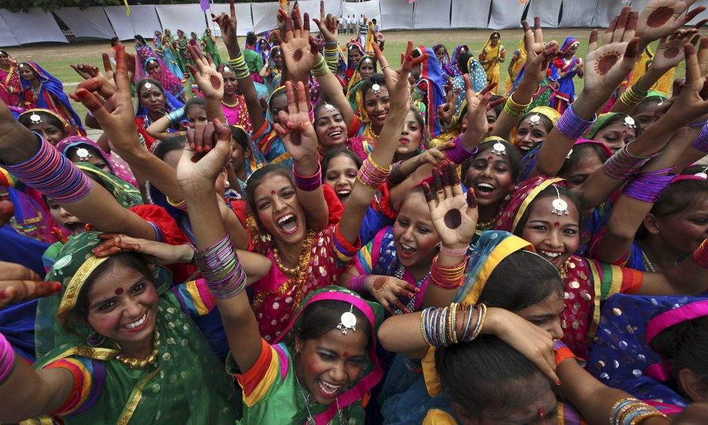 """School children celebrate after being rewarded for their dance performance during India's Independence Day celebrations in Chandigarh, India, August 15, 2015. Indian Prime Minister Narendra Modi's independence day speech focused on measures his """"Team India"""" had rolled out to include millions of poor Indians in the banking and insurance systems, policies for workers and farmers and successes in the fights against inflation and corruption. REUTERS/Ajay Verma"""