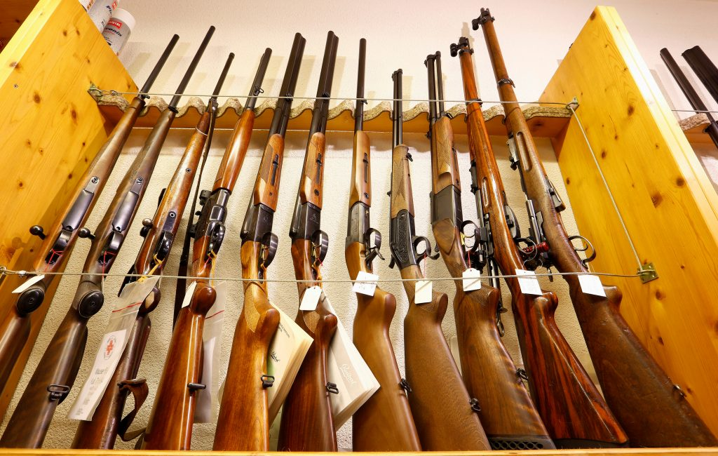 Sporting guns are displayed at Wyss Waffen gun shop in the town of Burgdorf, Switzerland August 10, 2016. Picture taken August 10, 2016. REUTERS/Arnd Wiegmann