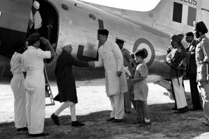 Studio/29.9.49,A22a(I) Sheikh Abdullah receives Pandit Jawaharlal Nehru on his arrival at Srinagar airport on September 24, 1949, to take part in the All Jammu & kashmir National Conference.