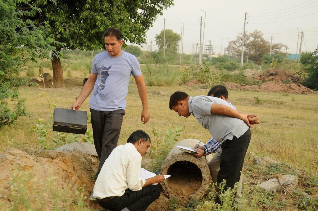 Rohtak:  Forensic experts inspecting the scene of crime where the brutally mutilated body of a woman was dumped after she was abducted, gang-raped and murdered, in Rohtak on Sunday. PTI Photo (PTI5_14_2017_000138B)
