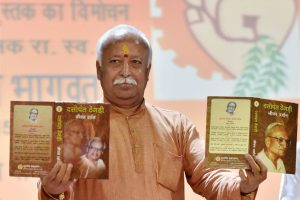 """New Delhi: RSS chief Mohan Bhagwat releasing the1st and 2nd edition of """"Dattopant Thegdi- Jiwan Darshan"""" during the Bhartiya Majdoor Shangh function in New Delhi on Sunday. PTI Photo by Vijay Verma (PTI8_30_2015_000183B)"""