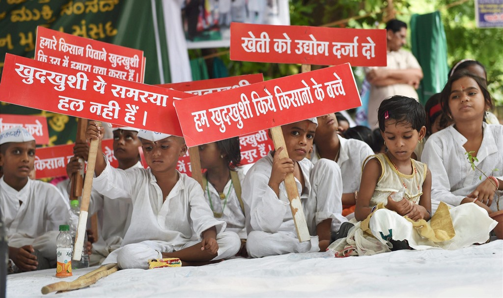 New Delhi: Children of the farmers who have committed suicide take part in a protest against the issue during 'Kisan Mukti Sansad' at Jantar Mantar, in New Delhi on Wednesday. PTI Photo by Subhav Shukla (PTI7_19_2017_000059A)