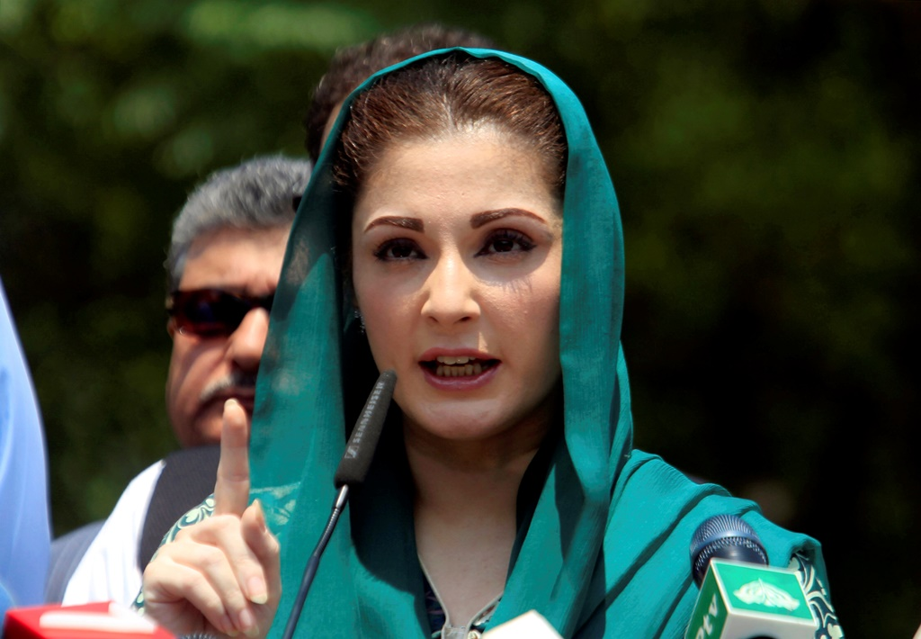 FILE PHOTO: Maryam Nawaz, the daughter of Pakistan's Prime Minister Nawaz Sharif gestures as she speaks to media after appearing before a Joint Investigation Team (JIT) who is investigating Sharif family's wealth in Islamabad, Pakistan July 5, 2017. REUTERS/Faisal Mahmood/File Photo - RTX3AXYS