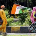 New Delhi: A vendor selling the Tricolour on Sunday ahead of the Independence Day celebrations in New Delhi. PTI Photo by Kamal Singh(PTI8_13_2017_000063B)