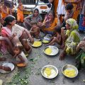 Motihari: Flood-affected people, sheltering along a road, having meal in Motihari district of Bihar on Thursday. PTI Photo (PTI8_17_2017_000166A)
