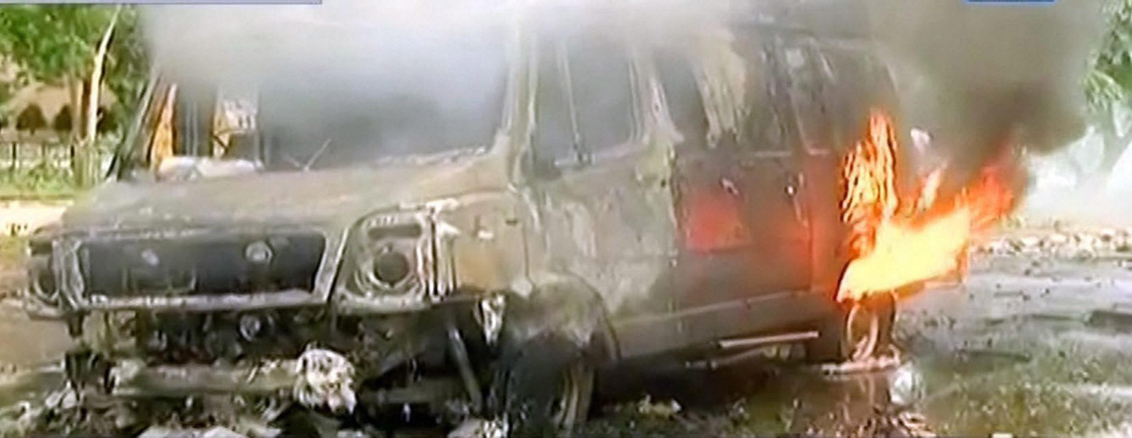 Panchkula: Vehicles burn during arson following Dera Sacha Sauda chief Gurmeet Ram Rahim's conviction in Panchkula on Friday. PTI Photo / TV GRAB AAJ TAK(PTI8_25_2017_000125B)