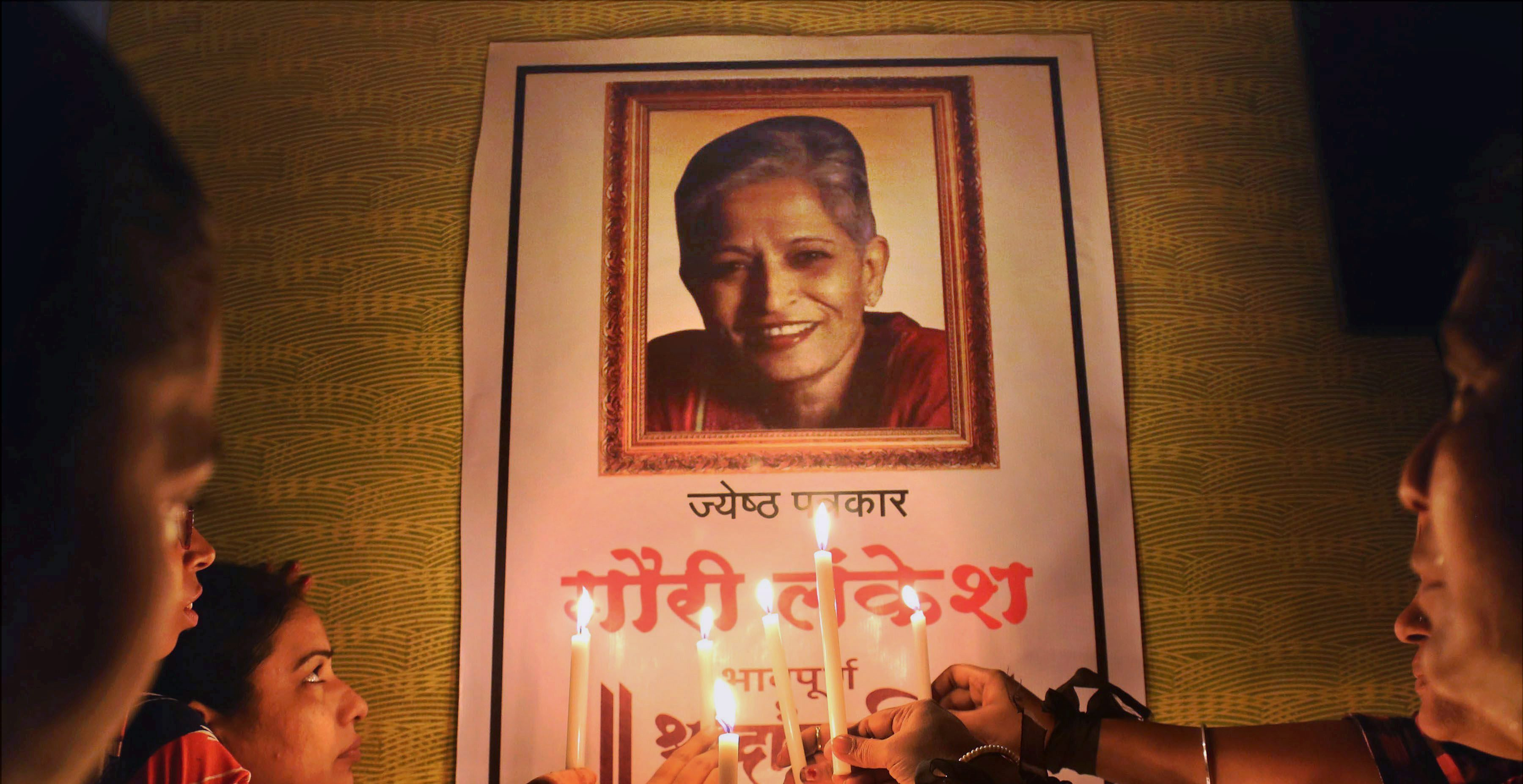 Mumbai: Journalists pay tributes to journalist Gauri Lankesh, in Mumbai on Wednesday. PTI Photo(PTI9_6_2017_000159A)