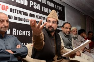 Srinagar: Chairman of Moderate faction of Hurriyat Conference Mirwaiz Umar Farooq along with other leaders at a press conference after he was released from house detention at Hurriyat Headquarters in Srinagar on Monday. PTI Photo  (PTI5_2_2016_000172A)