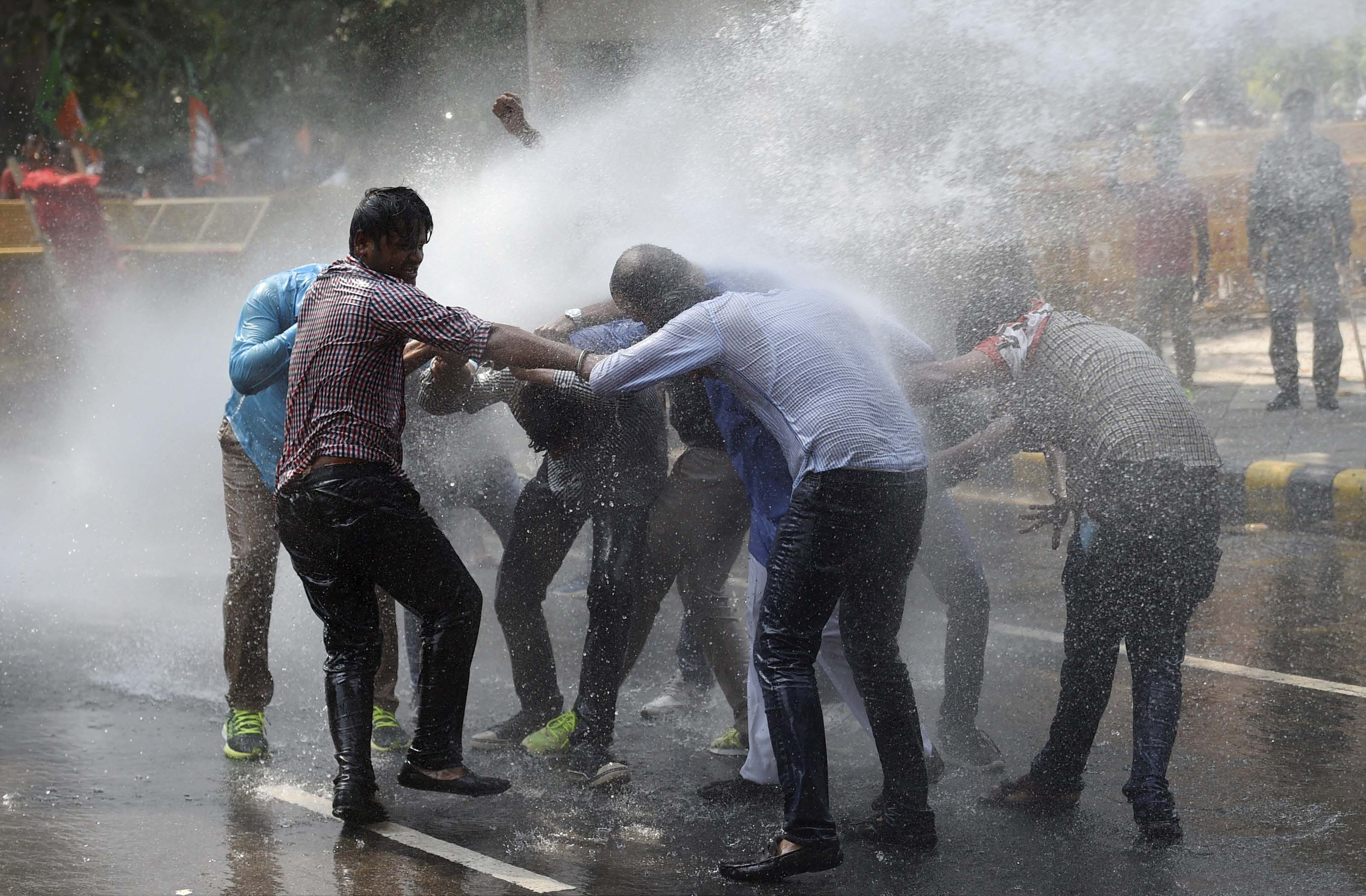 New Delhi: Police using water cannons to disperse the Delhi BJP workers during their Janaraksha Yatra to protest against the alleged attacks on the RSS-BJP workers in the state of Kerala, outside CPI(M) office in New Delhi on Monday. PTI Photo by Kamal Singh (PTI10_9_2017_000085B)