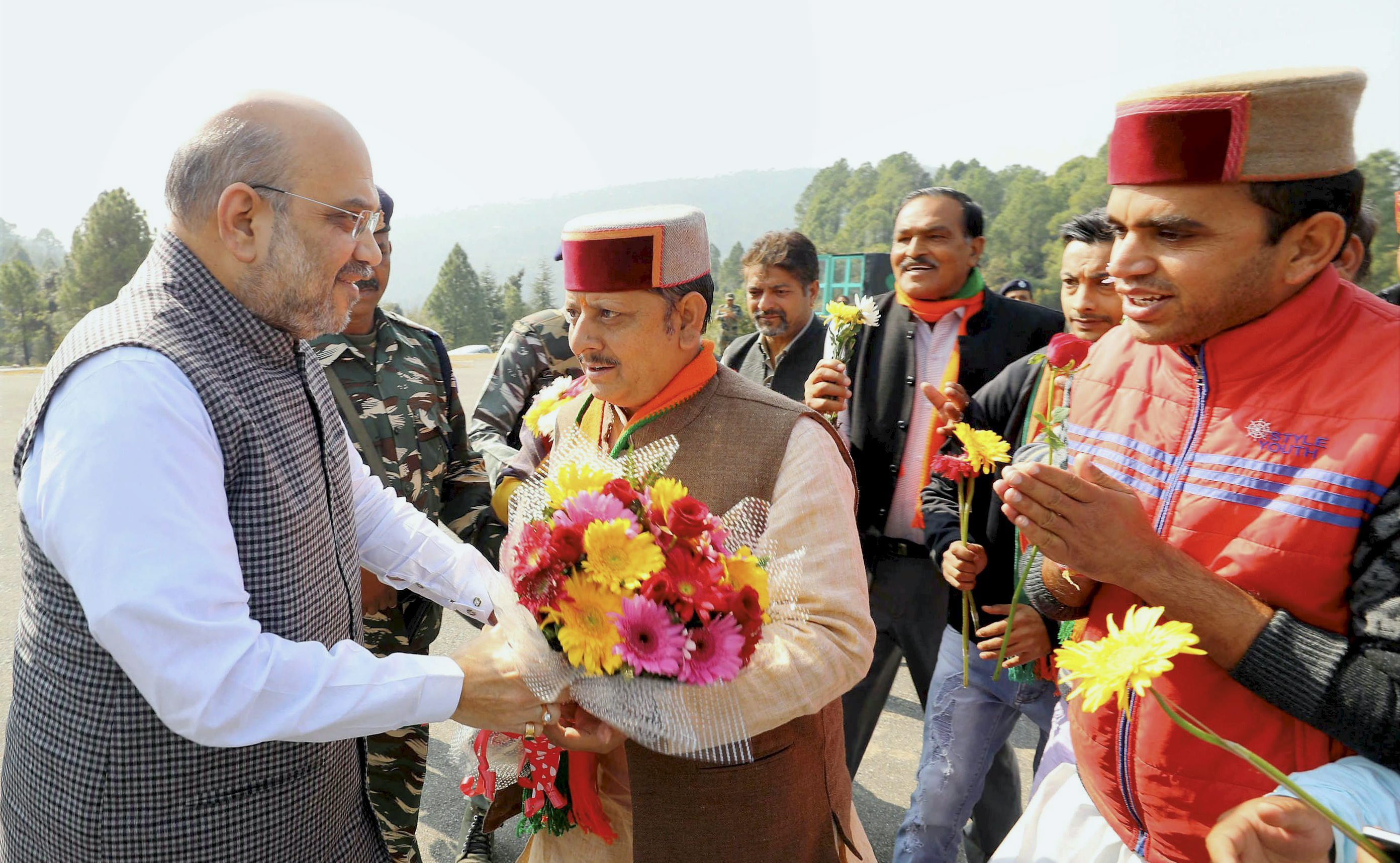 Chamba: BJP National President Amit Shah being welcomed on their arrival for a public meeting at Banikhet in Chamba district of Himachal Pradesh on Monday. PTI Photo (PTI10_30_2017_000143A)