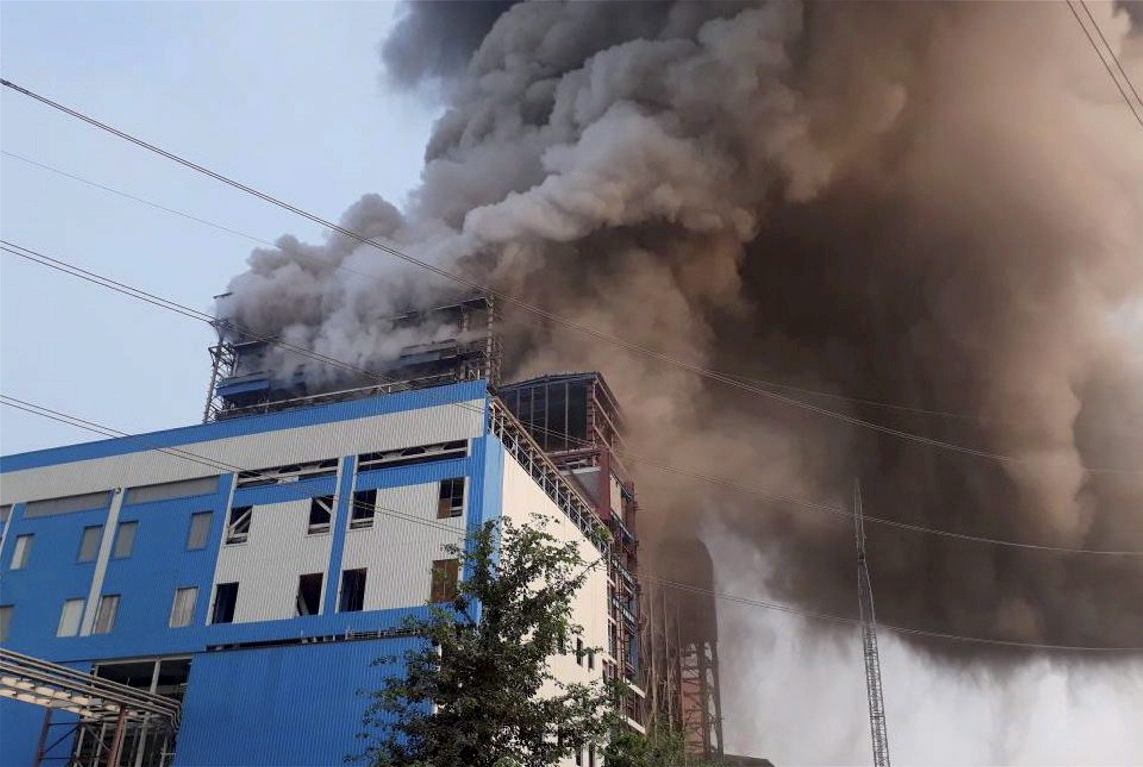 Raebareli: Smoke billowing out of NTPC's Unchahar Power Plant where a blast took place in a boiler, in Raebareli district on Wednesday. At least ten people are feared dead and several others have been injured after a boiler went off at the plant. PTI Photo (PTI11_1_2017_000188B) *** Local Caption ***