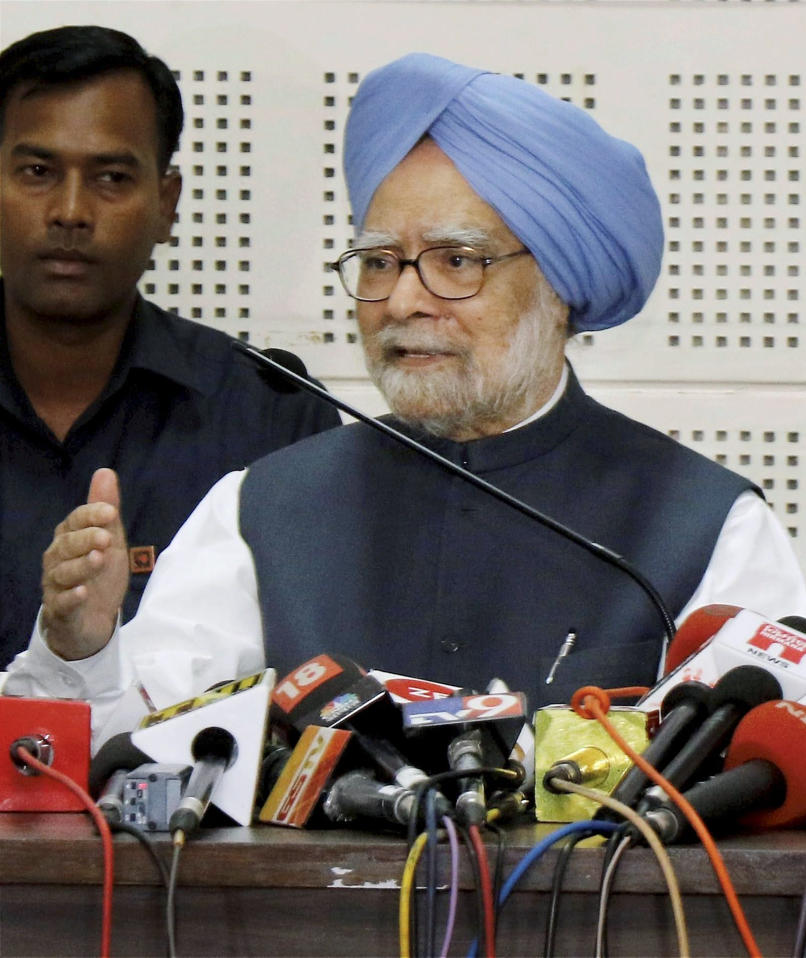 Ahmedabad: Former prime minister Manmohan Singh addresses a press conference in Ahmedabad on Tuesday. PTI Photo (PTI11_7_2017_000101A)