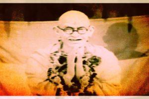 'साबरमती के संत' गाने के फिल्मांकन से महात्मा गांधी की तस्वीर.  (फोटो साभार: यूट्यूब)