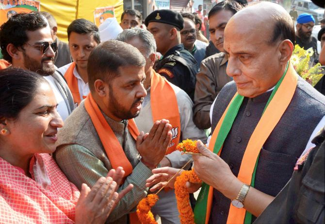 Mandi: Union Home Minister Rajnath Singh being welcomed by BJP leaders during an election campaign rally at Majhwar in Mandi on Thursday. PTI Photo (PTI11_2_2017_000165B)