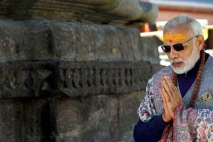 Kedarnath:  Prime Minister Narendra Modi offering prayers  at Kedarnath in Uttarakhand on Friday. PTI Photo/ PIB(PTI10_20_2017_000051B)(PTI10_20_2017_000060b)