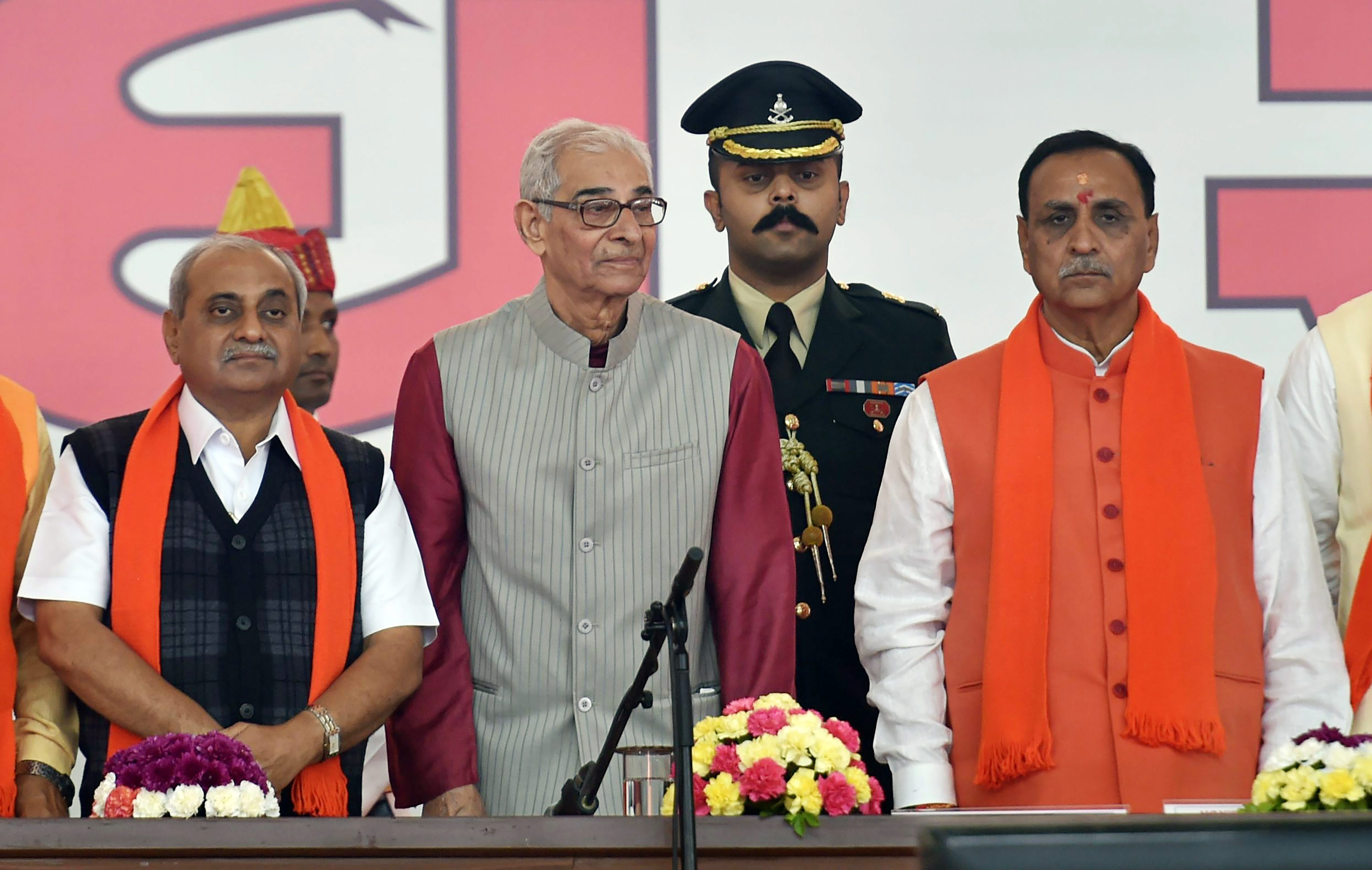 Gandhinagar: Gujarat Chief Minister Vijay Rupani and Deputy CM Nitin Patel along with Governor Om Prakash Kohli during the swearing-in ceremony at Gandhinagar, Ahmedabad on Tuesday. PTI Photo by Santosh Hirlekar (PTI12_26_2017_000036B)