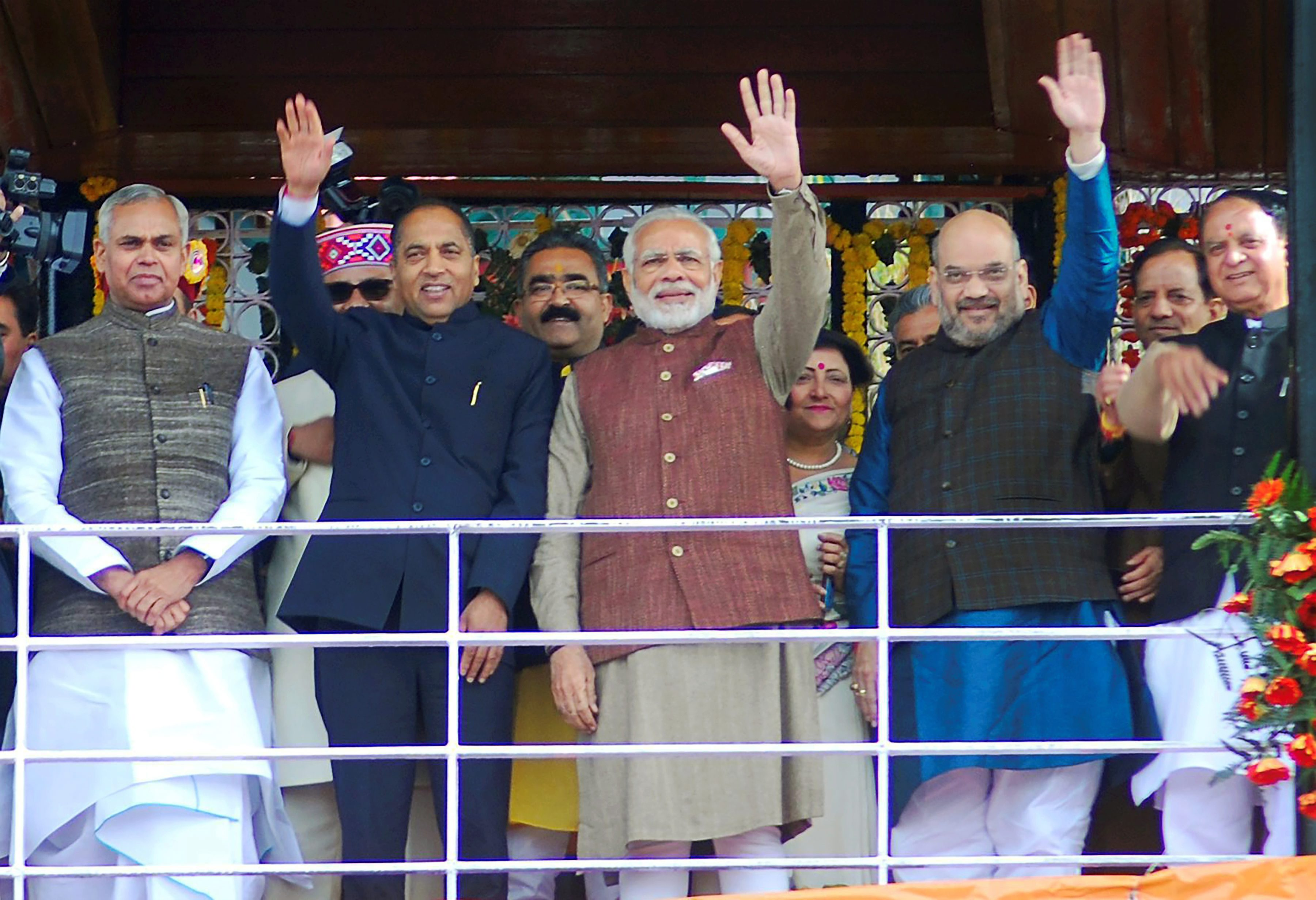 Shimla : Prime Minister Narendra Modi with New Chief Minister of Himachal Pradesh Jairam Thakur, BJP president Amit Shah and Governor of Himachal Pardesh Acharya Devvrat after the swearing-in ceremony in Shimla on Wednesday.PTI Photo (PTI12_27_2017_000022B) *** Local Caption ***
