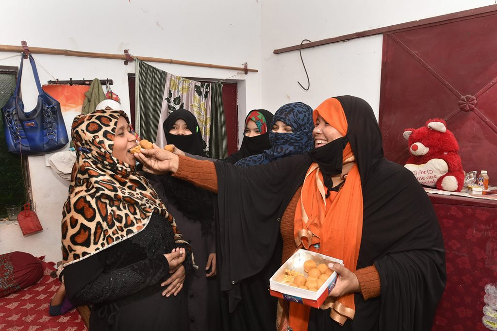 Lucknow: Muslim women celebrating the introduction of triple 'talaq' bill in the Lok Sabha, in Lucknow on Thursday. PTI Photo by Nand Kumar (PTI12_28_2017_000140B)