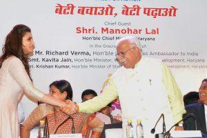 Gurgaon : Haryana Chief Minister Manohar Lal greets actress Parineeti Chopra as US Ambassador Richard Verma looks on at a 'Beti Bachao-Beti Padhao' programme in Gurgaon on on Tuesday. PTI Photo  (PTI7_21_2015_000296B)
