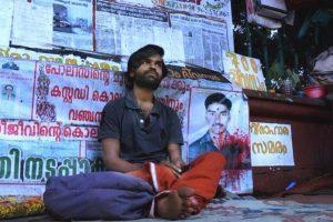तिरुवनंतपुरम स्थित केरल राज्य सचिवालय में धरने पर बैठे श्रीजीत. (फोटो साभार: फेसबुक/ANGO)