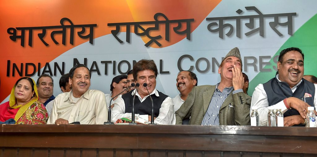 New Delhi: Expelled BSP leader Naseemuddin Siddiqui, Congress party UP President Raj Babbar, senior leader Gulam Nabi Azad and others share a lighter moment at AICC Headquarters on Thursday. PTI Photo by Manvender Vashist(PTI2_22_2018_000184B)