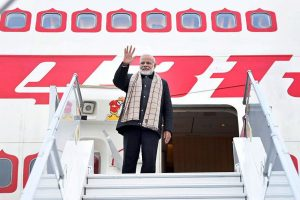 Davos: Prime Minister Narendra Modi emplanes for India after attending the World Economic Forum Summit, in Davos on Wednesday. PTI Photo (PTI1_24_2018_000041B)