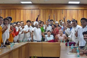 New Delhi: Delhi CM Arvind Kejriwal and Deputy CM Manish Sisodia with MLAs celebrating the judgment of Delhi High Court at Kejriwal's residence in New Delhi, on Friday. PTI Photo by Ravi Choudhary (PTI3_23_2018_000213B)