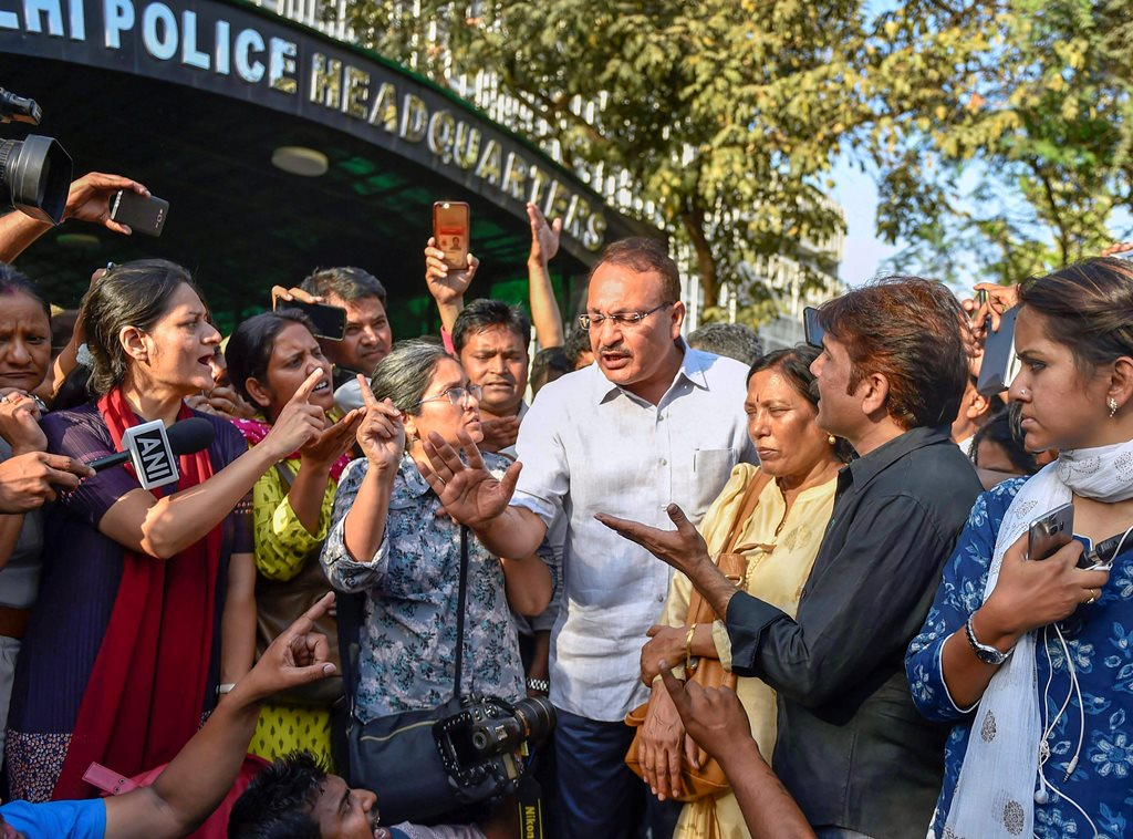 New Delhi: Journalists from various organisations protest outside the Police Headquarter against 2 women journalist molestation case in New Delhi, on Saturday. PTI Photo by Ravi Choudhary (PTI3_24_2018_000101B)