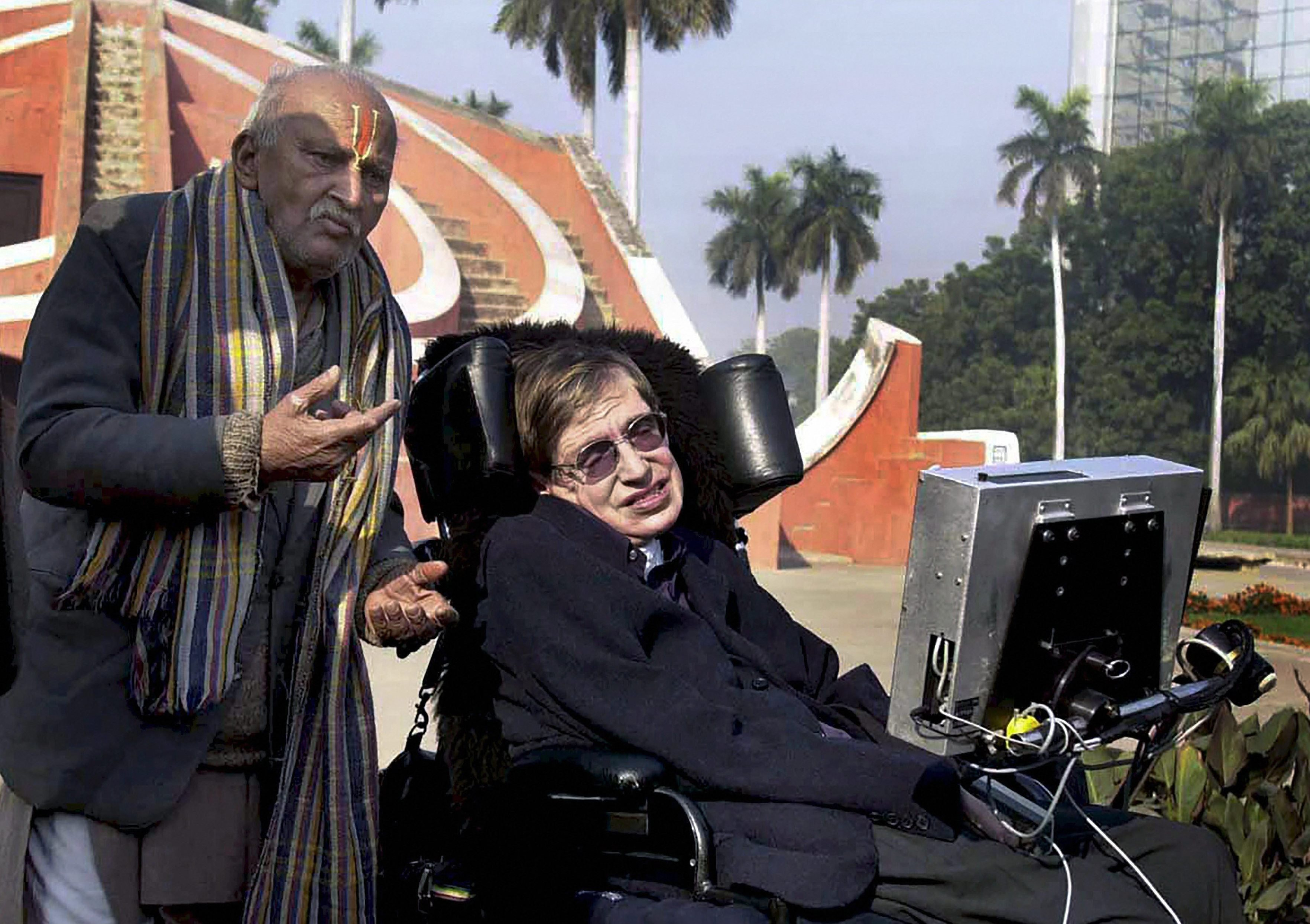 New Delhi: In the file photo dated January 15, 2001, a guide explains to Prof. Stephan Hawking how the monuments at Jantar Mantar were used for astronomy in New Delhi. PTI Photo (PTI3_14_2018_000081A)