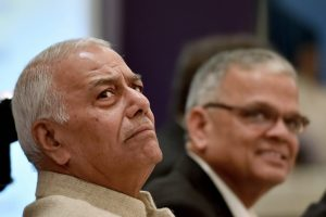 Kolkata: BJP leader Yashwant Sinha and President Calcutta Chamber of Commerce, R.Kandelwal(R) attend a panel discussion on an analysis of Union Budget 2018-19, in Kolkata on Tuesday. PTI Photo by Swapan Mahapatra (PTI2_6_2018_000177B)