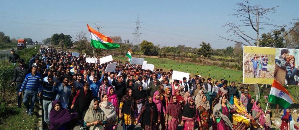 हिंदू एकता मंच द्वारा कठुआ में बलात्कार के कथित आरोपियों के समर्थन में रैली (फोटो: ट्विटर/नज़ीर मसूदी)
