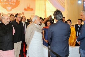 honble_prime_minister_shri_narendra_modi__bjp_president_shri_amit_shah_interacting_with_media_personnel_at_diwali_milan_program_at_11_ashok_road_on_november_28_2015_1_20151128_2078622819
