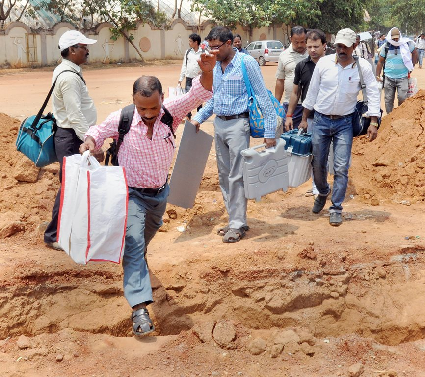 Ranchi: Polling officials carry Electronic Voting Machines (EMV's) to various polling stations for Silli constituency by-election, in Ranchi on Sunday. (PTI Photo) (PTI5_27_2018_000138B)