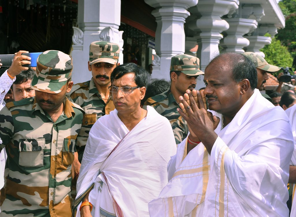 Dharmasthala: JD(S) leader and Karnataka chief minister-designate H D Kumaraswamy visits Manjunatha Swamy temple ahead of the swearing-in ceremony, at Kshetra Dharmasthala in Dharmasthala, Karnataka, on Tuesday