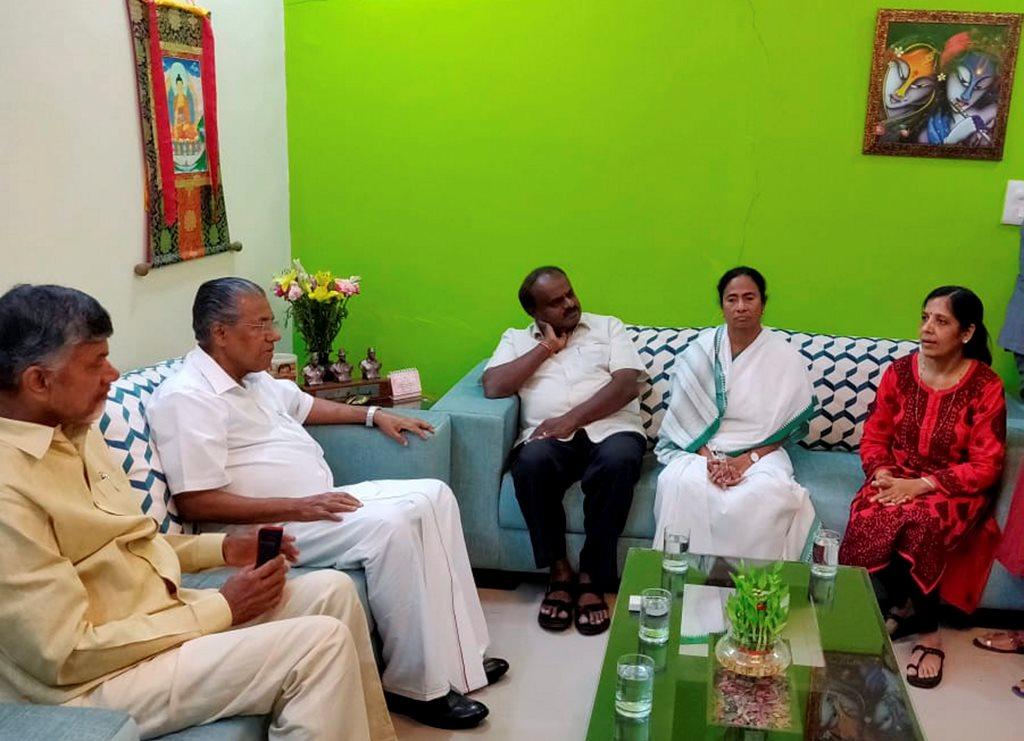 New Delhi: West Bengal Chief Minister Mamata Banerjee, Karnataka CM H D Kumaraswamy, Kerela CM Pinarayi Vijayan and Andhra Pradesh CM N Chandrababu Naidu during a meeting with wife of Delhi Chief Minister Arvind Kejriwal, Sunita, at her residence, in New Delhi on Saturday, June 16, 2018. (PTI Photo/twitter) (PTI6_16_2018_000202B)