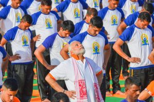 Dehradun: Prime Minister Narendra Modi performs yoga along with thousands of others during a mass yoga event on 4th International Yoga Day at Forest Research Institute (FRI) ground in Dehradun, on Thursday, June 21, 2018. (PTI Photo/Manvender Vashist) (PTI6_21_2018_000018B)