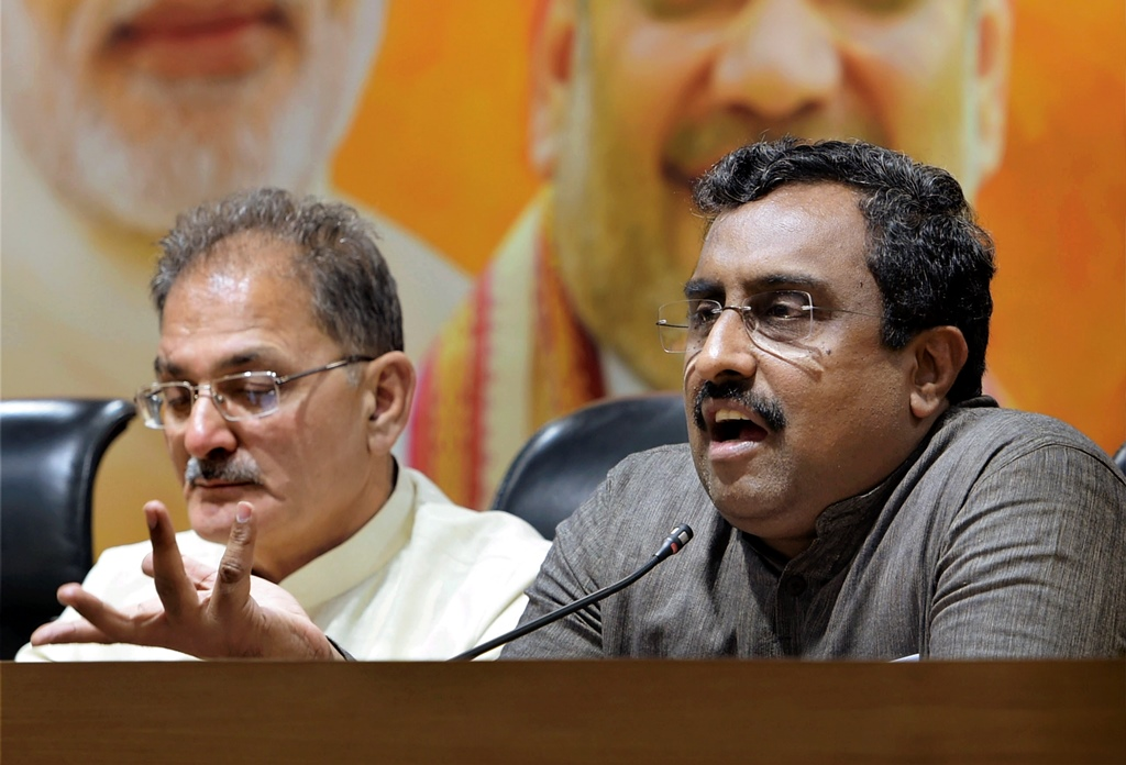 New Delhi: Bharatiya Janata Party (BJP) in-charge for Jammu and Kashmir Ram Madhav, flanked by the state Dy Chief Minister Kavinder Gupta addresses a press conference in New Delhi on Tuesday, June 19, 2018.The BJP has decided to pull out of the alliance government with Mehbooba Mufti-led People's Democratic Party in Jammu & Kashmir. (PTI Photo/Shahbaz) (PTI6_19_2018_000086B)