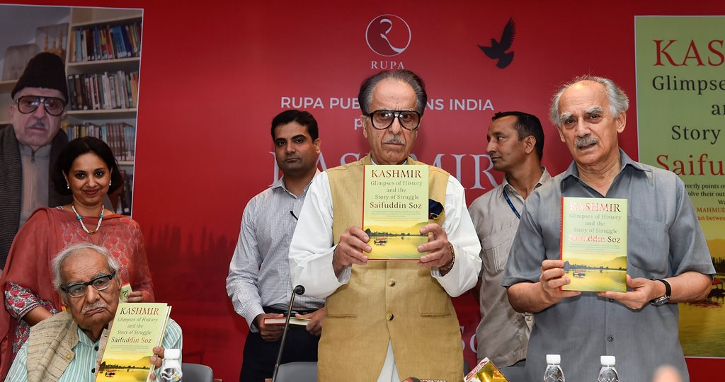 """New Delhi: Congress leader Saifuddin Soz with former Union minister Arun Shourie (R) and veteran journalist Kuldip Nayar (L) during the launch of his book """"Kashmir: Glimpses of History and the Story of Struggle"""", in New Delhi on Monday, June 25, 2018. (PTI Photo/Kamal Singh) (PTI6_25_2018_000214B)"""