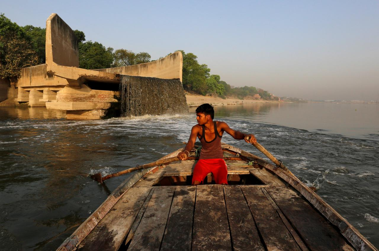 FILE PHOTO: Untreated sewage flows from an open drain into the river Ganges in Kanpur, India, April 4, 2017. REUTERS/Danish Siddiqui/File Photo