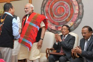 2015 में नगा समझौते के समय नगा नेताओं के साथ प्रधनमंत्री मोदी. (फाइल फोटो: पीटीआई)