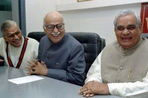 अटल बिहारी वाजपेयी के साथ लाल कृष्ण आडवाणी और मुरली मनोहर जोशी. (फोटो: रॉयटर्स)