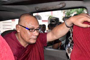 Gaya: Bangladeshi Buddhist monk Bhante Sangh Priya, accused of sexually abusing a minor girl, being taken to a court in Gaya on Thursday, Aug. 30, 2018. (PTI Photo)  (PTI8_30_2018_000151B)