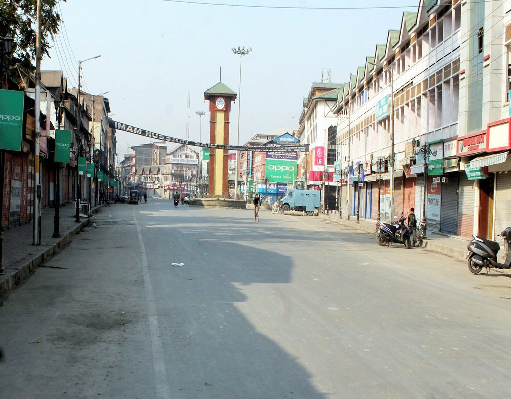 Srinagar: A view of deserted main business hub Ghanta Ghar during strike called given by Joint Hurriyat Leadership in protest against the growing incidents of braid chopping in valley,in Srinagar on Saturday. PTI Photo by S Irfan(PTI10_21_2017_000073A)