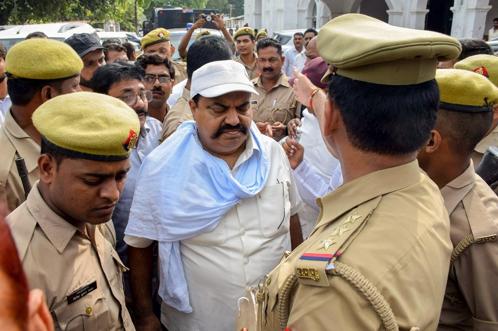 Allahabad: Former Samajwadi Party member Atiq Ahmad being produced at special court in connection with Raju Pal murder case, in Allahabad, Tuesday, September 25, 2018. (PTI Photo) (PTI9_25_2018_000229B)