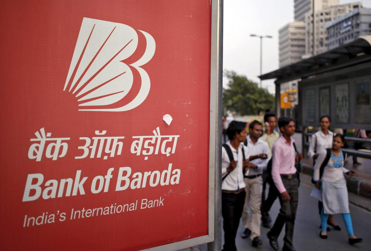 Commuters walk past an advertisement of Bank of Baroda, India's second-biggest state-owned bank, at a busy street in New Delhi, India, June 11, 2015. REUTERS/Anindito Mukherjee