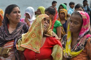 Bijnor: Relatives of the victims mourn after a methane gas boiler tank exploded at a petro-chemical factory killing six workers, in Bijnor, Wednesday, Sep 12, 2018. (PTI Photo) (PTI9_12_2018_000078B)