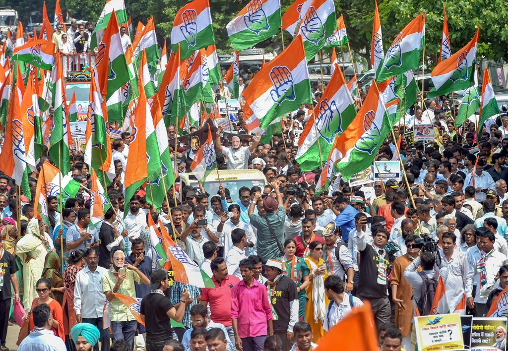 Mumbai: Congress party workers during a protest over the Rafale fighter jet deal, in Mumbai, Thursday, Sep 27, 2018. (PTI Photo/Mitesh Bhuvad) (PTI9_27_2018_000084B)