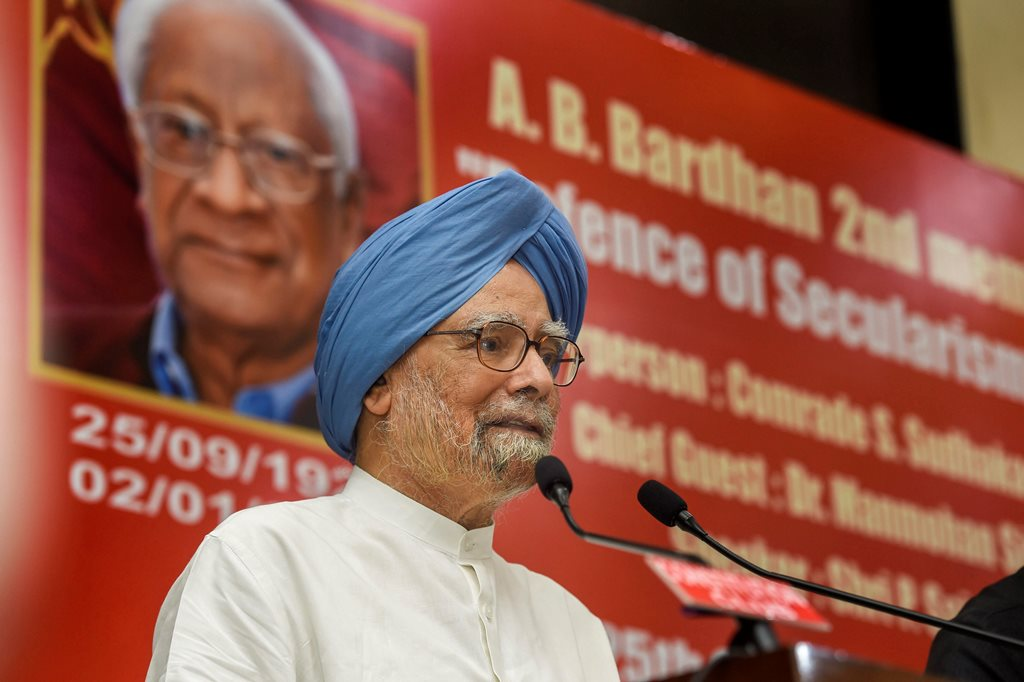 New Delhi: Former prime minister Manmohan Singh delivers the 'A. B. Bardhan Memorial Lecture' in New Delhi, Tuesday, Sept. 25, 2018. (PTI Photo/Atul Yadav) (PTI9_25_2018_000136B)