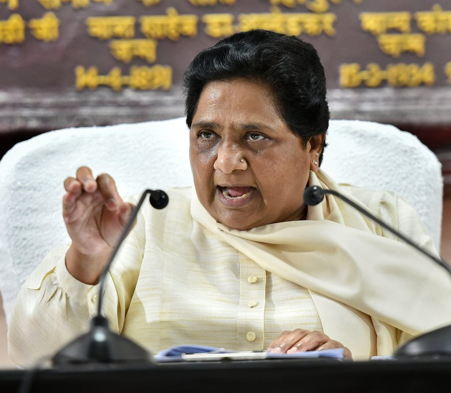 Lucknow: Bahujan Samaj Party supremo Mayawati addresses a press conference, in Lucknow, Sunday, Sept 16, 2018. (PTI Photo/Nand Kumar)(PTI9_16_2018_000063B)