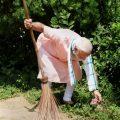 New Delhi: Prime Minister Narendra Modi undertakes a cleanliness drive under 'Swachhta Hi Sewa' campaign in the premises of Baba Sahib Ambedkar Higher Secondary School at Paharganj, in New Delhi, Saturday, Sept 15, 2018. (PTI Photo)(PTI9_15_2018_000050B)